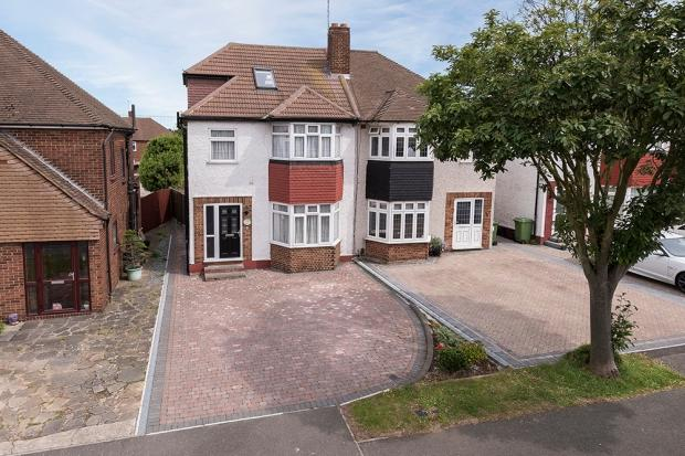 4 Bedrooms Semi Detached House for sale in Plaxtol Road, Erith, DA8