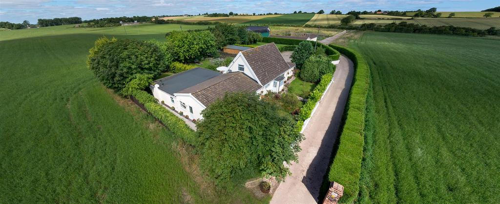 6 Bedrooms Detached Bungalow for sale in Seamer