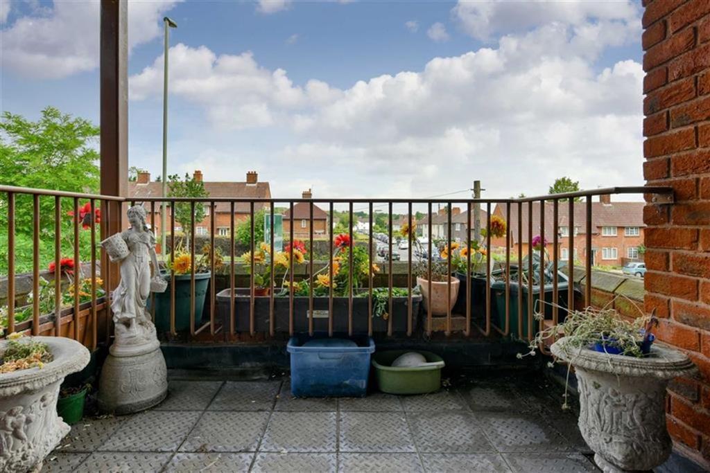1 Bedroom Flat for sale in Oakmead Green, Epsom, Surrey