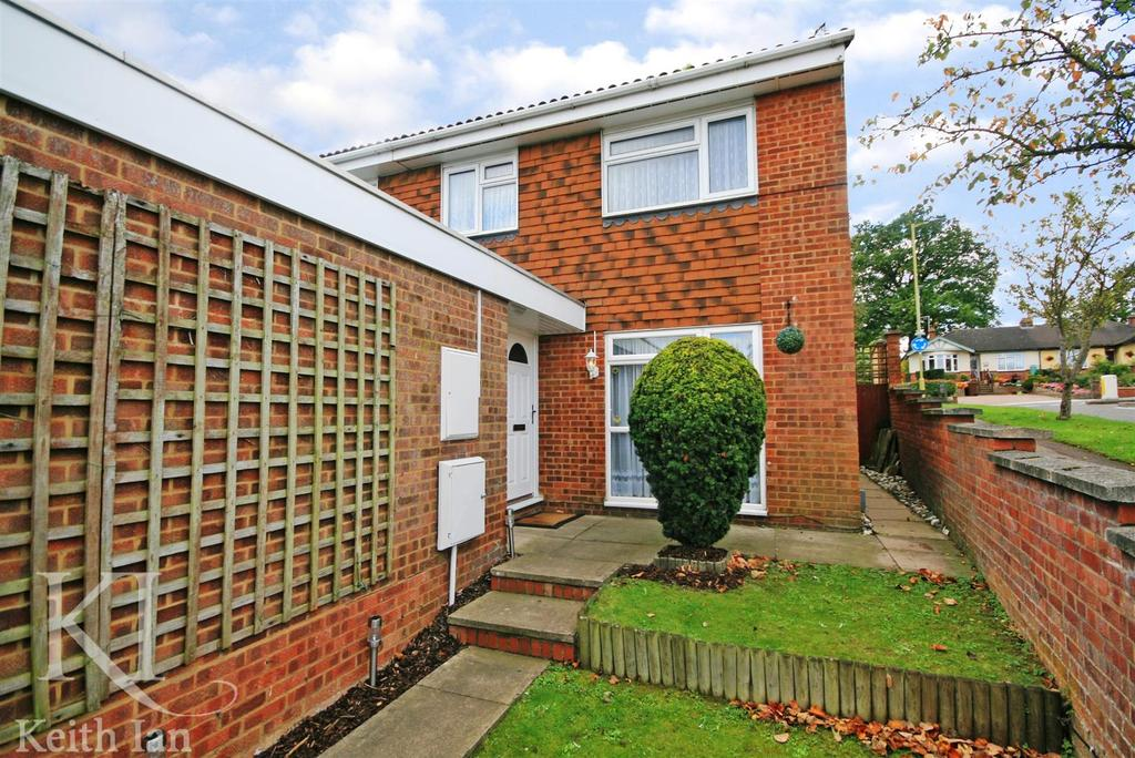 3 Bedrooms Semi Detached House for sale in Ward Close, Ware