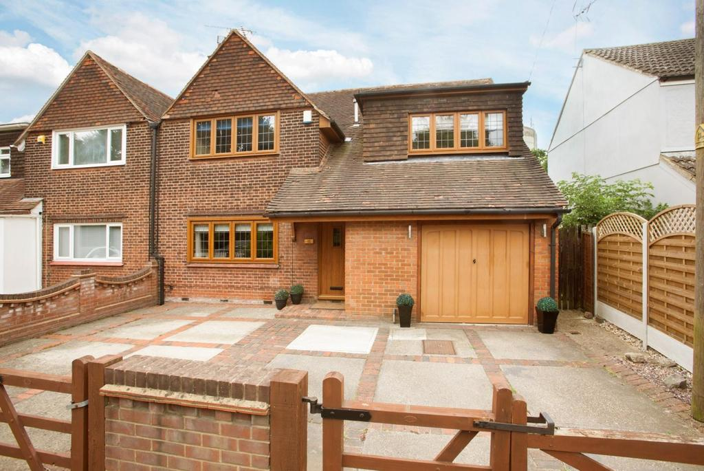 3 Bedrooms Semi Detached House for sale in Ongar Road, Kelvedon Hatch, Brentwood, Essex, CM15