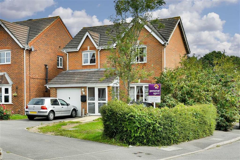 3 Bedrooms Detached House for sale in De Burgh Gardens, Tadworth, Surrey
