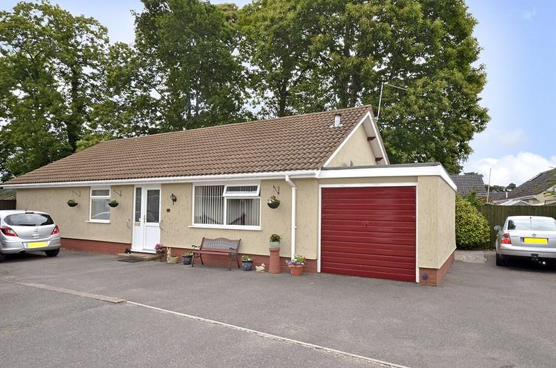 3 Bedrooms Detached Bungalow for sale in Glenwood Way, West Moors, Ferndown