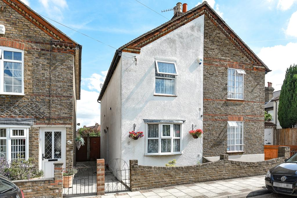 2 Bedrooms Semi Detached House for sale in North Road West Wickham BR4