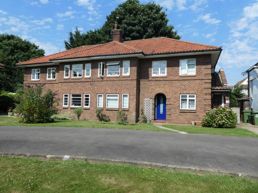2 Bedrooms Maisonette Flat for sale in Sidcup Hill Gardens, Sidcup DA14