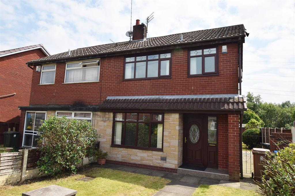 3 Bedrooms Semi Detached House for sale in Boothroyden Close, Rhodes, Middleton
