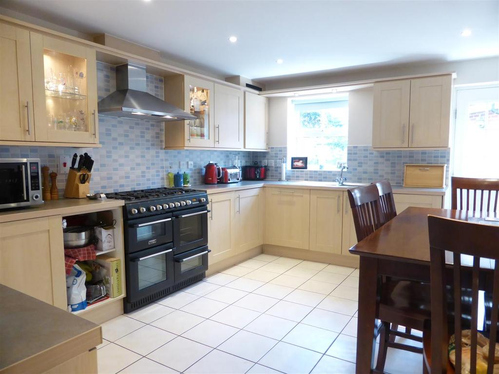 3 Bedrooms Terraced House for sale in Spencers Wood