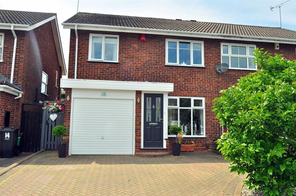 3 Bedrooms Semi Detached House for sale in Wrekin Close, Halesowen