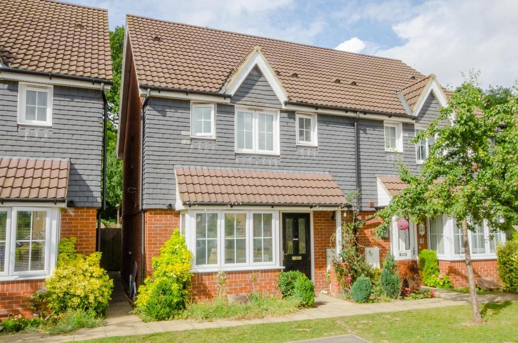 3 Bedrooms Semi Detached House for sale in Roman Way, Maidstone, Kent