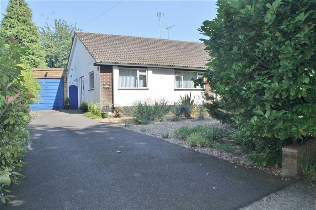 2 Bedrooms Semi Detached Bungalow for sale in Wrotham Road, Wrotham Road, Meopham