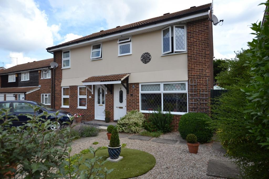 3 Bedrooms Semi Detached House for sale in Lancer Way, Billericay, Essex, CM12