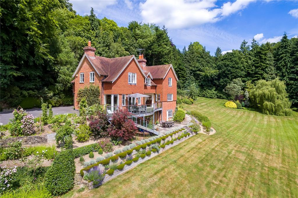 5 Bedrooms Detached House for sale in Milland Lane, Nr. Liphook, West Sussex