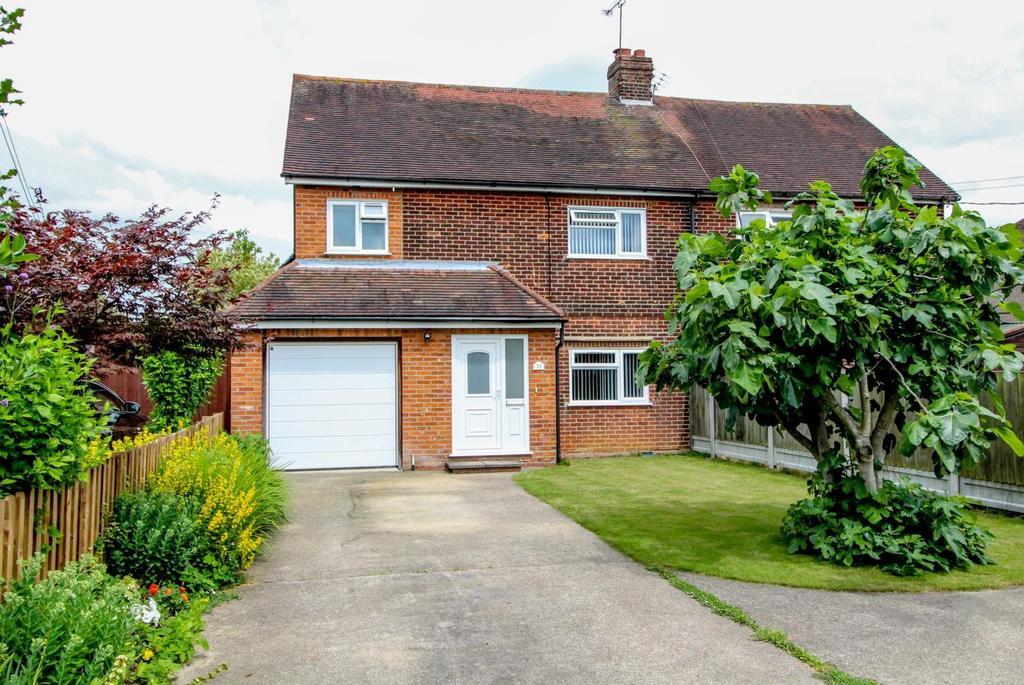 3 Bedrooms Semi Detached House for sale in Stocks Lane, Kelvedon Hatch, Brentwood, Essex, CM15