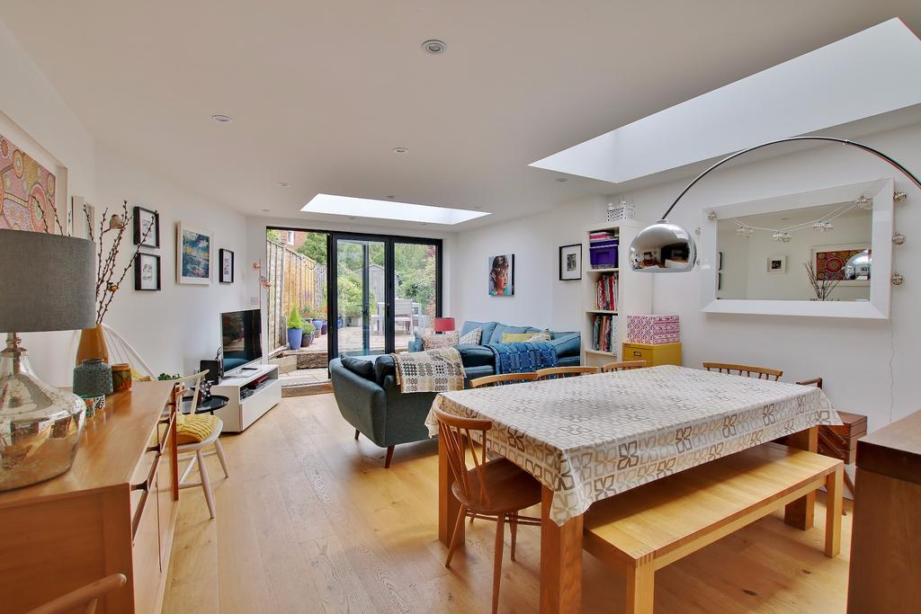 2 Bedrooms Terraced House for sale in Stockbridge Road, Winchester