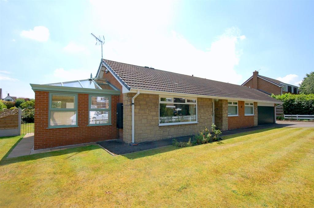 3 Bedrooms Detached Bungalow for sale in Bladon Crescent, Alsager