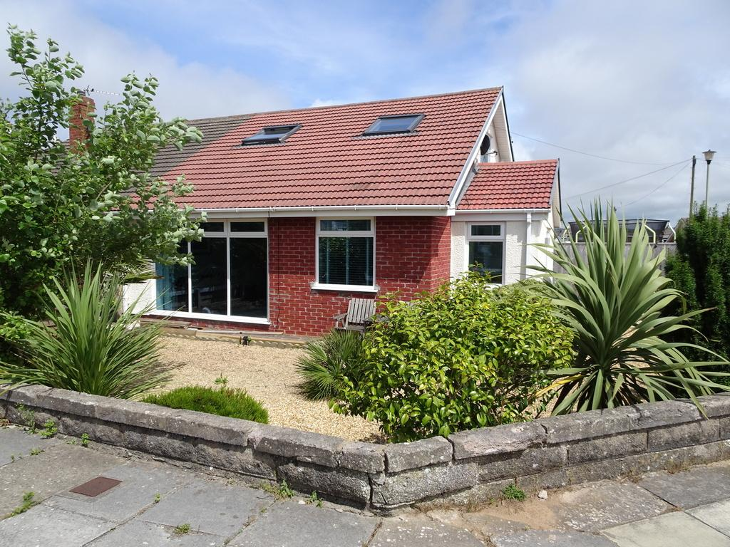 4 Bedrooms Semi Detached Bungalow for sale in ROCKFIELDS, NOTTAGE, PORTHCAWL, CF36 3NT