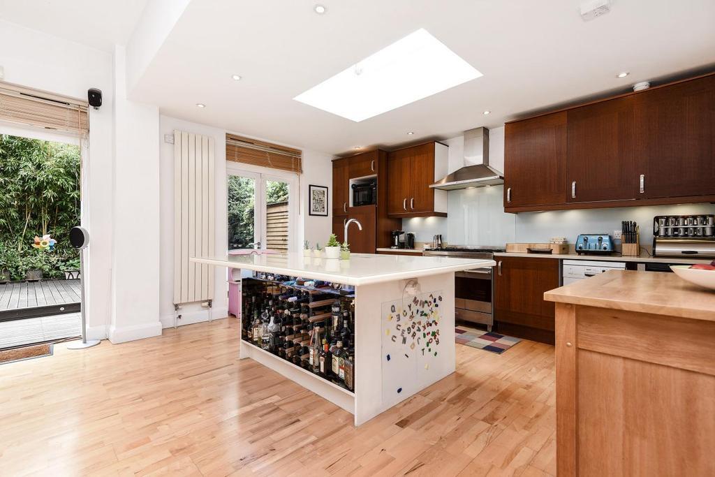 3 Bedrooms Flat for sale in Belleville Road, Battersea, SW11