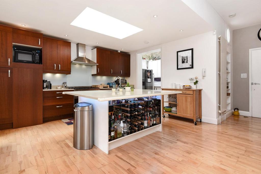 3 Bedrooms Flat for sale in Belleville Road, Battersea