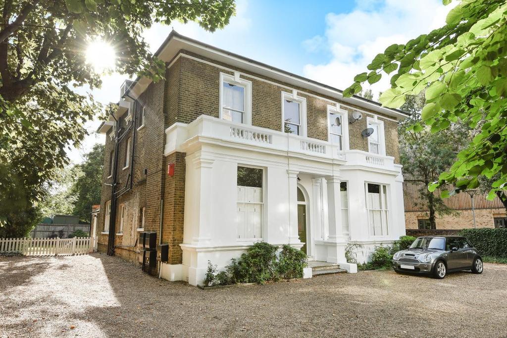 2 Bedrooms Flat for sale in Vanbrugh Park Road West, Blackheath