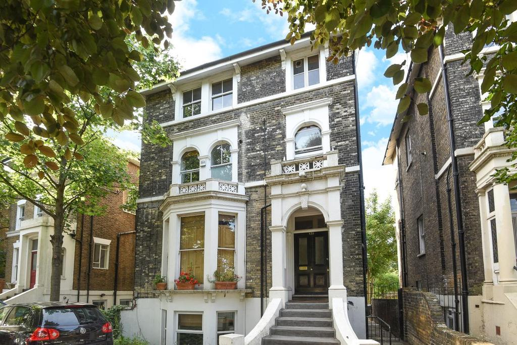 2 Bedrooms Flat for sale in Shooters Hill Road, Blackheath