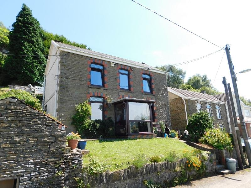 3 Bedrooms Detached House for sale in High Street, Alltwen, Pontardawe.