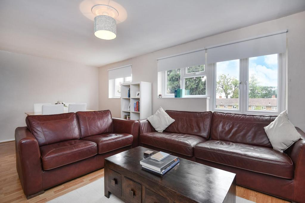 3 Bedrooms Flat for sale in Blyth Road, Bromley, BR1