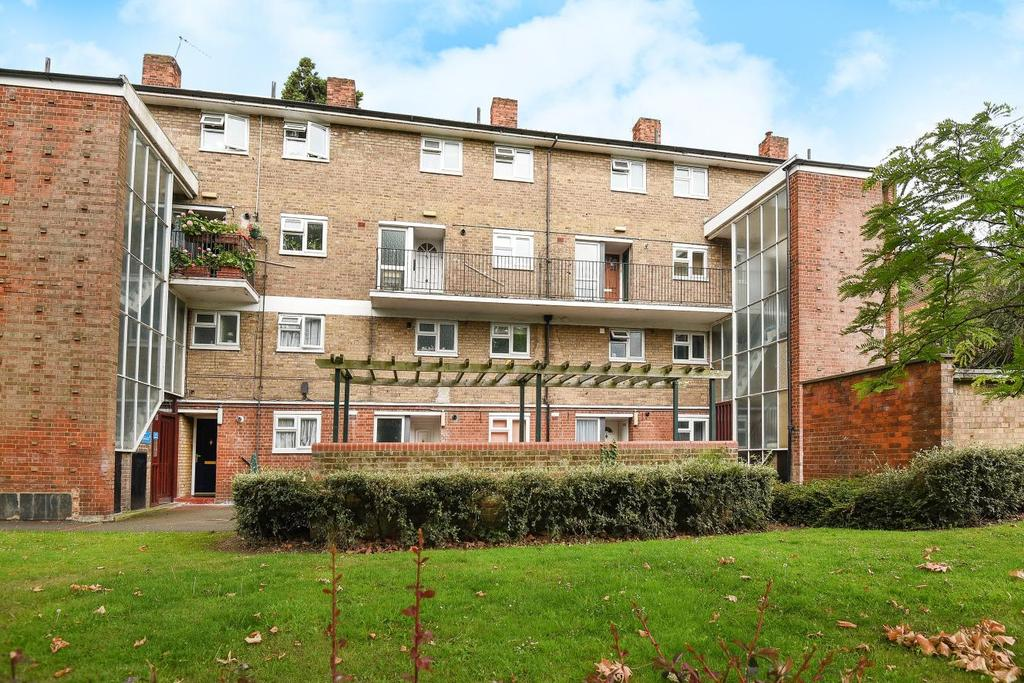 3 Bedrooms Flat for sale in Blyth Road, Bromley