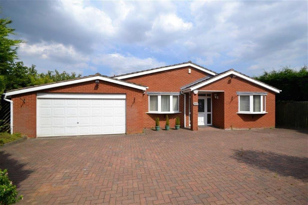4 Bedrooms Detached Bungalow for sale in St Nicolas Park Drive, St Nicolas Park, Nuneaton