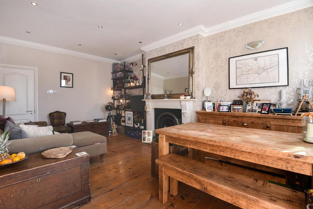 2 Bedrooms Flat for sale in Tollington Way, Holloway
