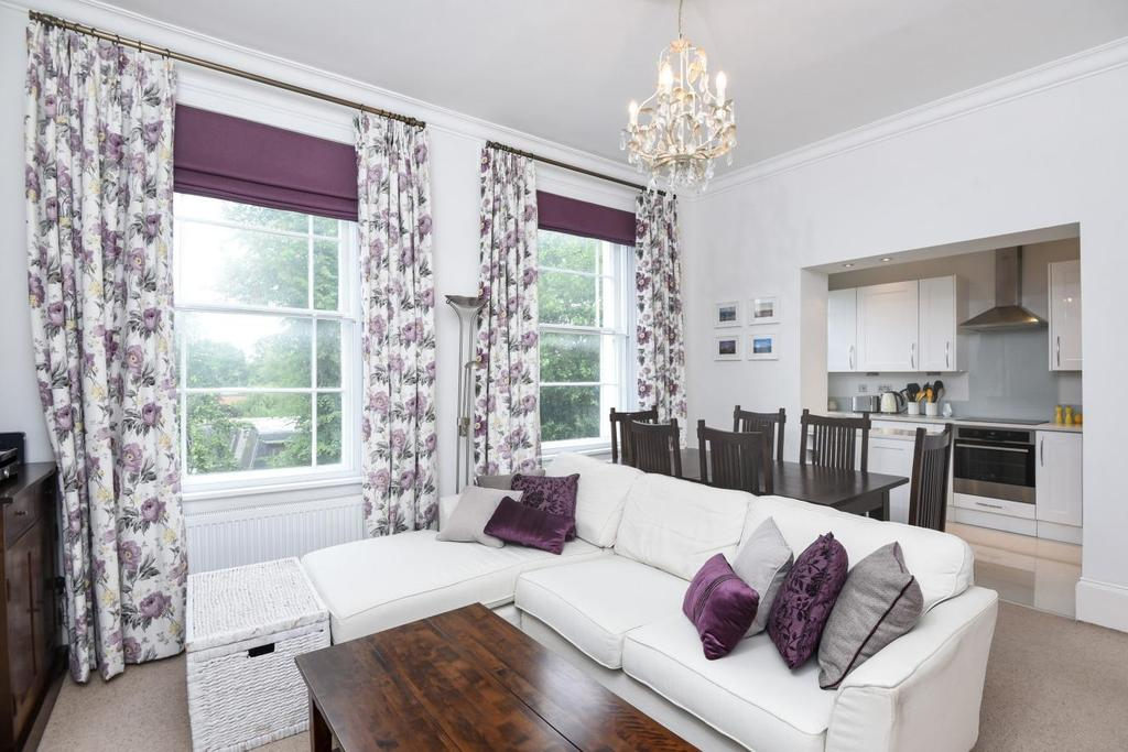 2 Bedrooms Flat for sale in Hampstead Lane, Highgate