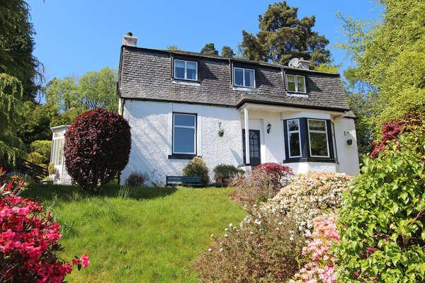 4 Bedrooms Detached House for sale in Eastwood House, Back Road, Clynder, G84 0QQ