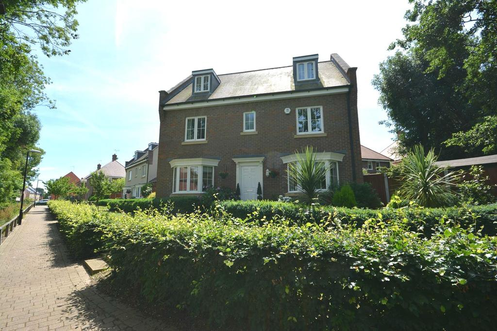 5 Bedrooms Detached House for sale in Samuel Courtauld Avenue, Braintree, Essex, CM7