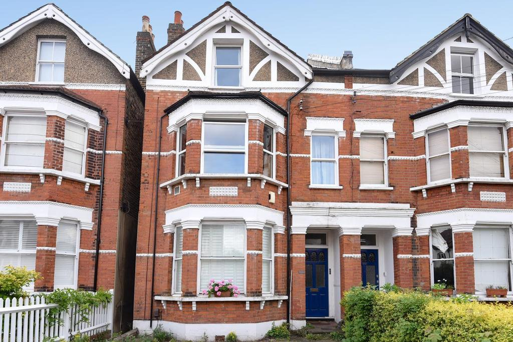 2 Bedrooms Flat for sale in Babington Road, Streatham