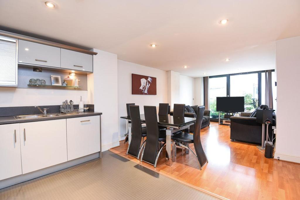 2 Bedrooms Flat for sale in Kingsway, London, N12