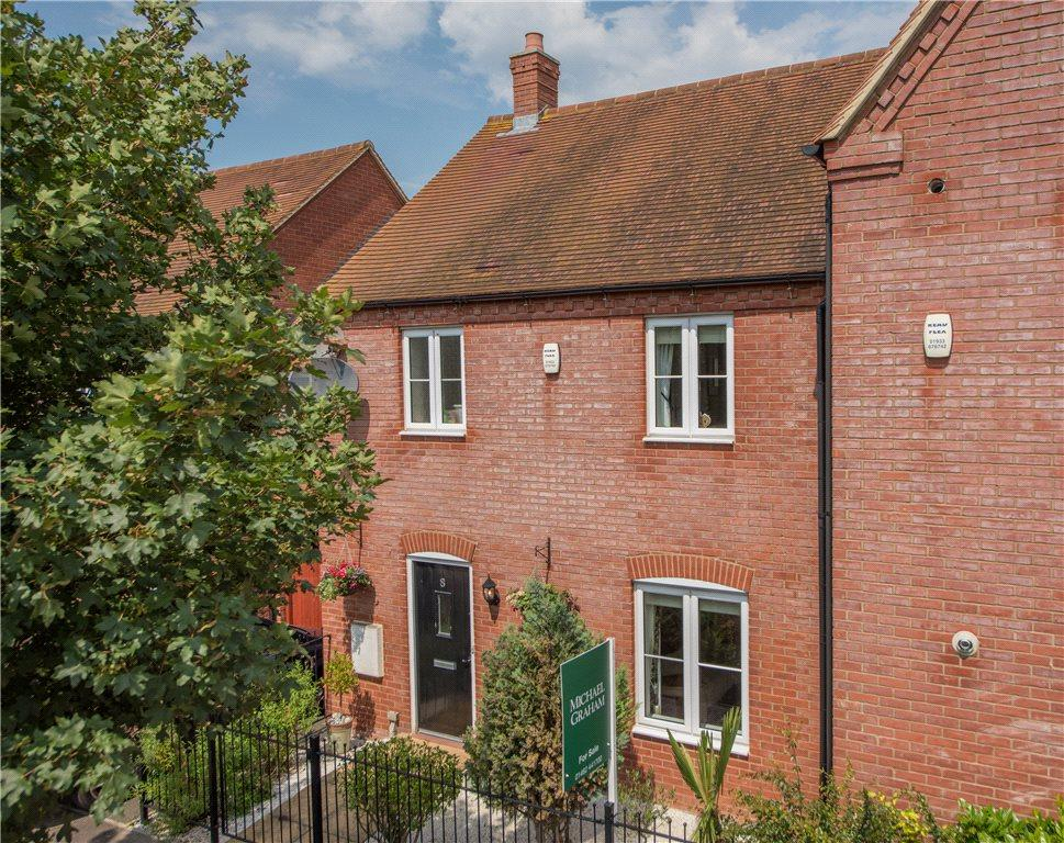3 Bedrooms Terraced House for sale in Tansy Avenue, Stotfold, Hitchin, Bedfordshire