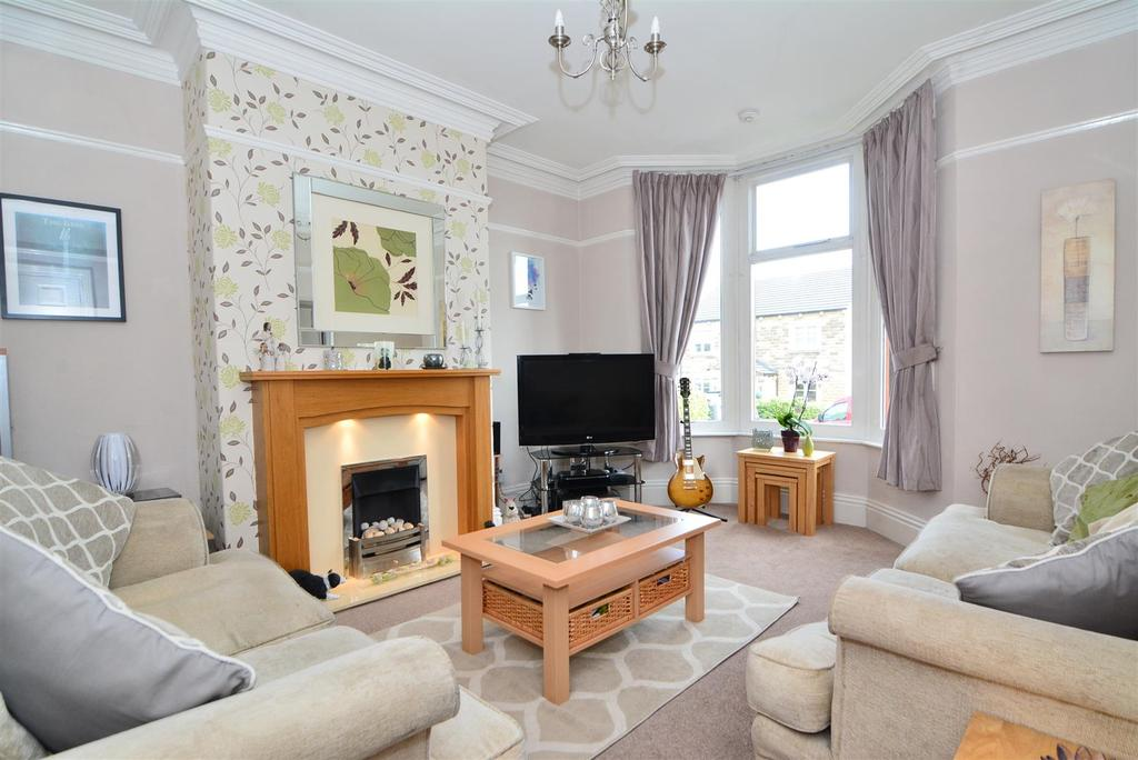 4 Bedrooms Terraced House for sale in Carrbottom Road, Greengates