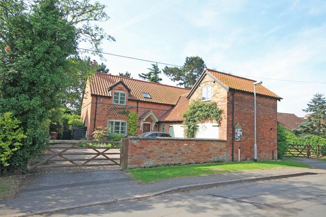 4 Bedrooms Detached House for sale in Weavers Cottage, Gonalston Lane, Hoveringham, Nottinghamshire NG14 7JH