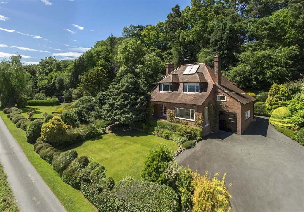 4 Bedrooms Detached House for sale in Sweeney, Oswestry