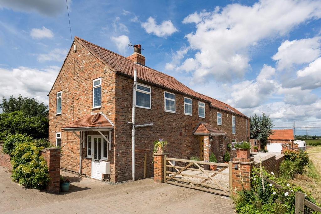 5 Bedrooms Detached House for sale in Hull Road, Grimston Bar, York