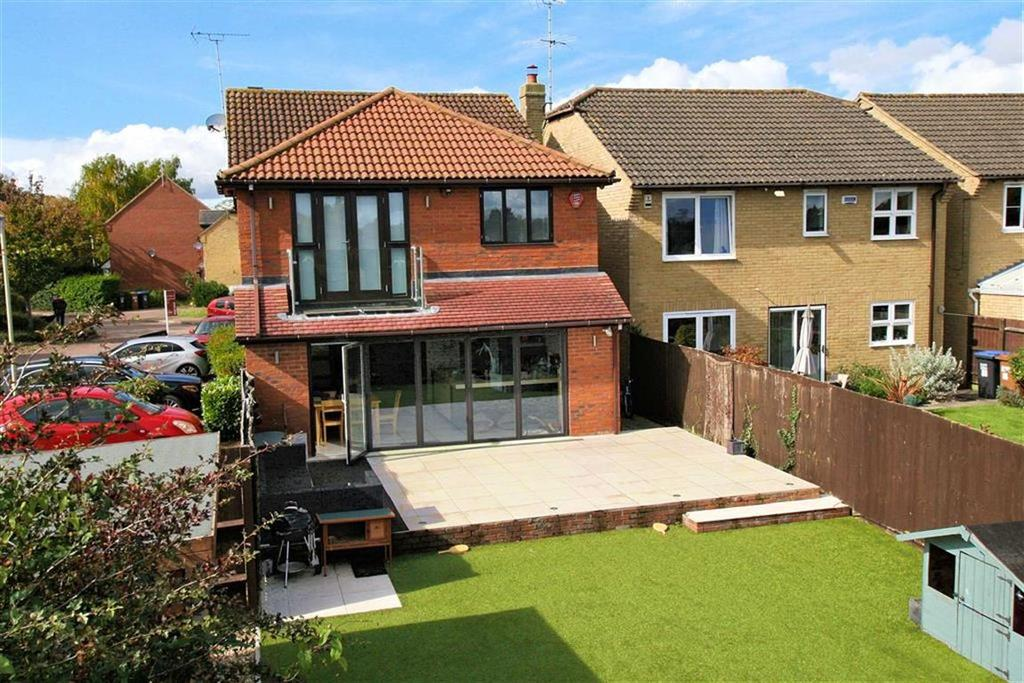 4 Bedrooms Detached House for sale in Carvers Croft, Knebworth, SG3 6LX