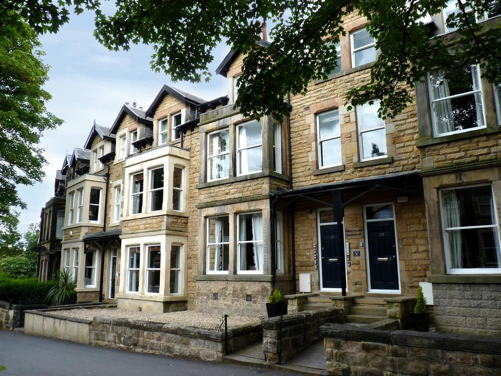 2 Bedrooms Block Of Apartments Flat for sale in Valley Drive, Harrogate