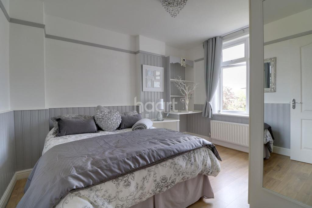 4 Bedrooms Terraced House for sale in Abbotts Crescent, Highams Park E4