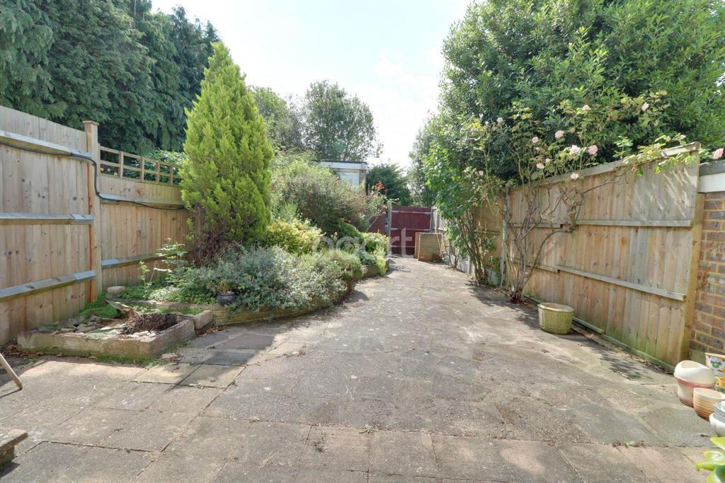 3 Bedrooms Terraced House for sale in Loughton, IG10