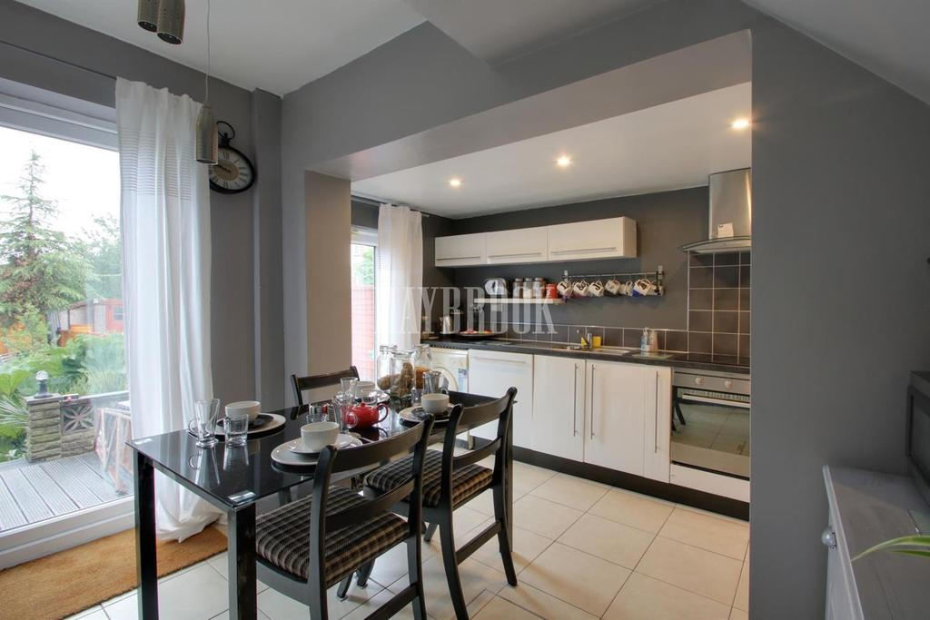 3 Bedrooms Semi Detached House for sale in Shirecliffe Lane, Shirecliffe
