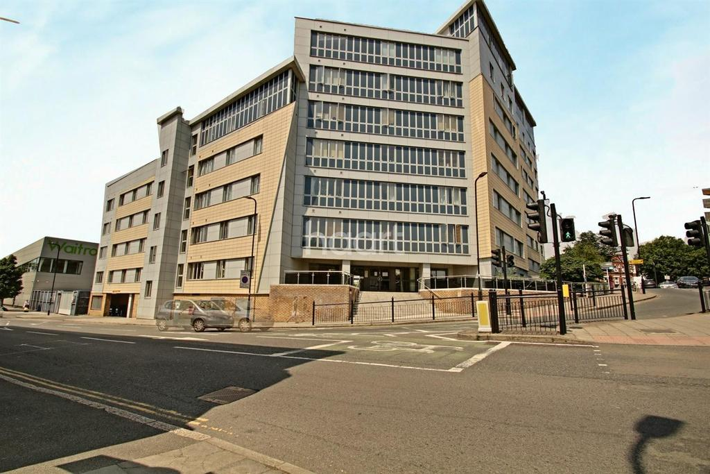 2 Bedrooms Flat for sale in Luminosity Court, West Ealing