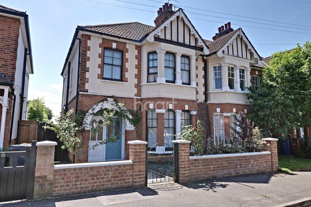 3 Bedrooms End Of Terrace House for sale in High View Avenue, Grays