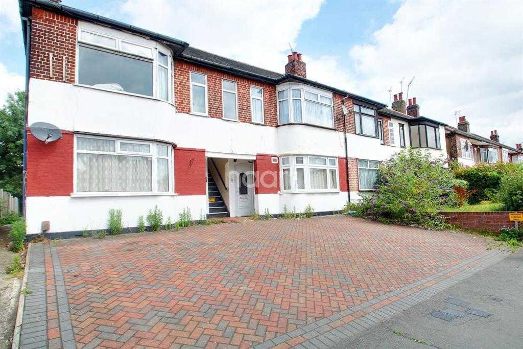 2 Bedrooms Maisonette Flat for sale in Squirrels Heath Lane, Gidea Park