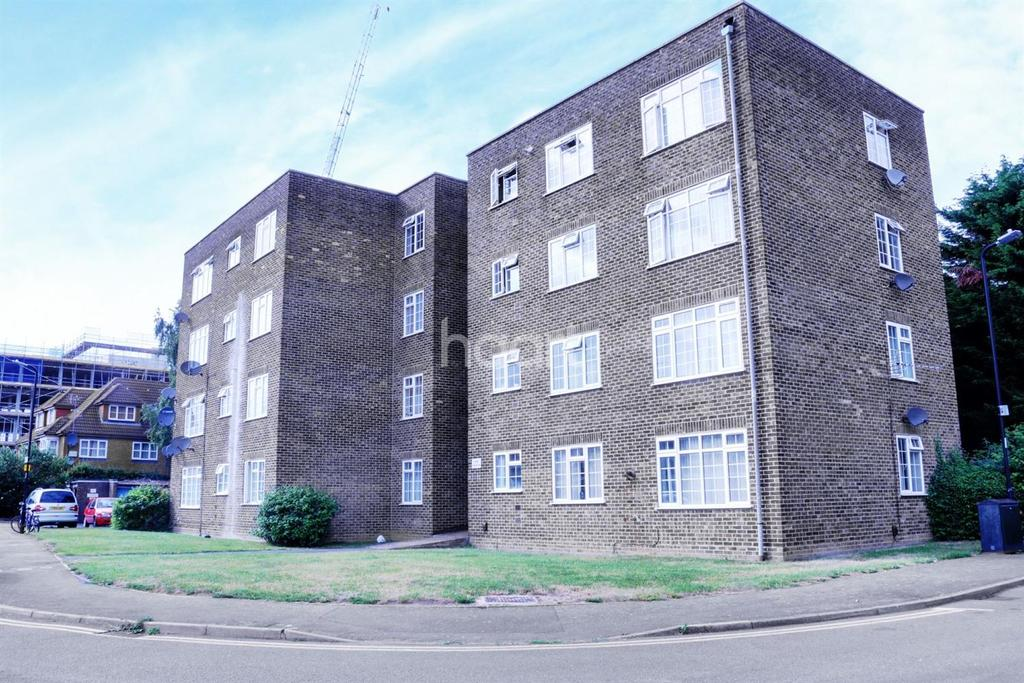 2 Bedrooms Flat for sale in Arborfield Close