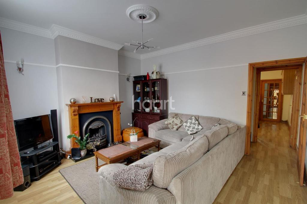 3 Bedrooms Terraced House for sale in Flora Street, Leicester