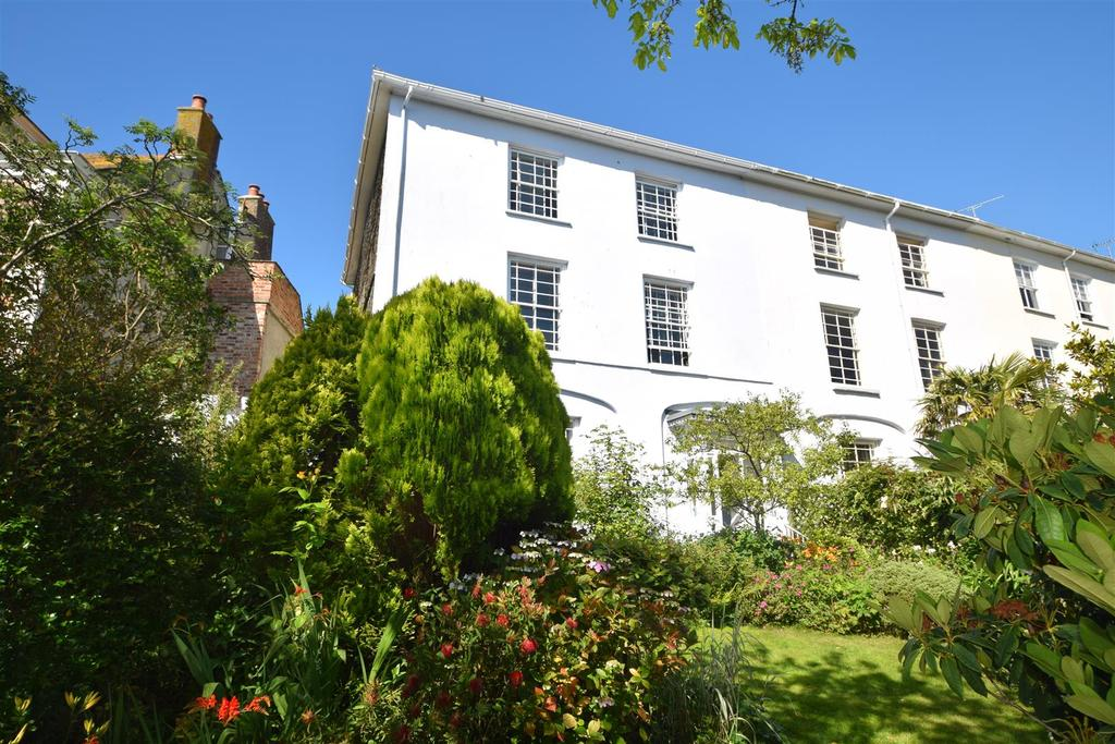 6 Bedrooms End Of Terrace House for sale in Stratton Place, Falmouth